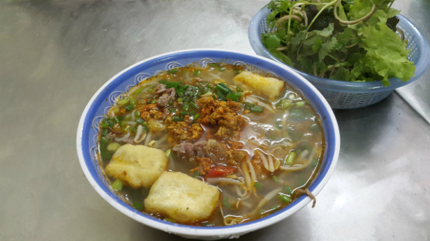 10-must-try-noodle-soups-in-hanoi-6