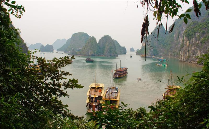halong-bay-viewed-from-dau-go-cave-277