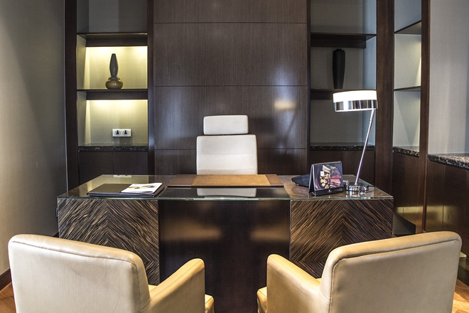 The working room is placed between the living room and the bedroom and is equipped with high-end electronic and communication devices.